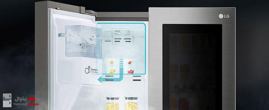 سیستم یخساز ™SpacePlus یخساز باریک نصب شده روی درب یخچال ساید ال جی X961 ، فضای ذخیره بیشتری را در قسمت فریزر فراهم میکند. مخزن یخساز در یخچالها فضای زیادی را اشغال میکند. اما خوشبختانه الجی این مشکل را برطرف کرده و یک مخزن باریک یخساز روی درب یخچال تعبیه کرده که به باز شدن فضای داخلی یخچال کمک زیادی کرده است. با این نوآوری وسایل بیشتری در یخچال میتوانید جای دهید. این یخساز به دو صورت قالبی و خرد شده یخ ارائه میکند.